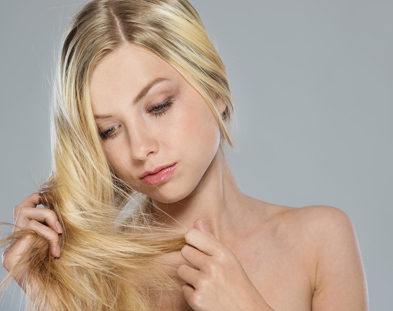 Siwe włosy kobieta