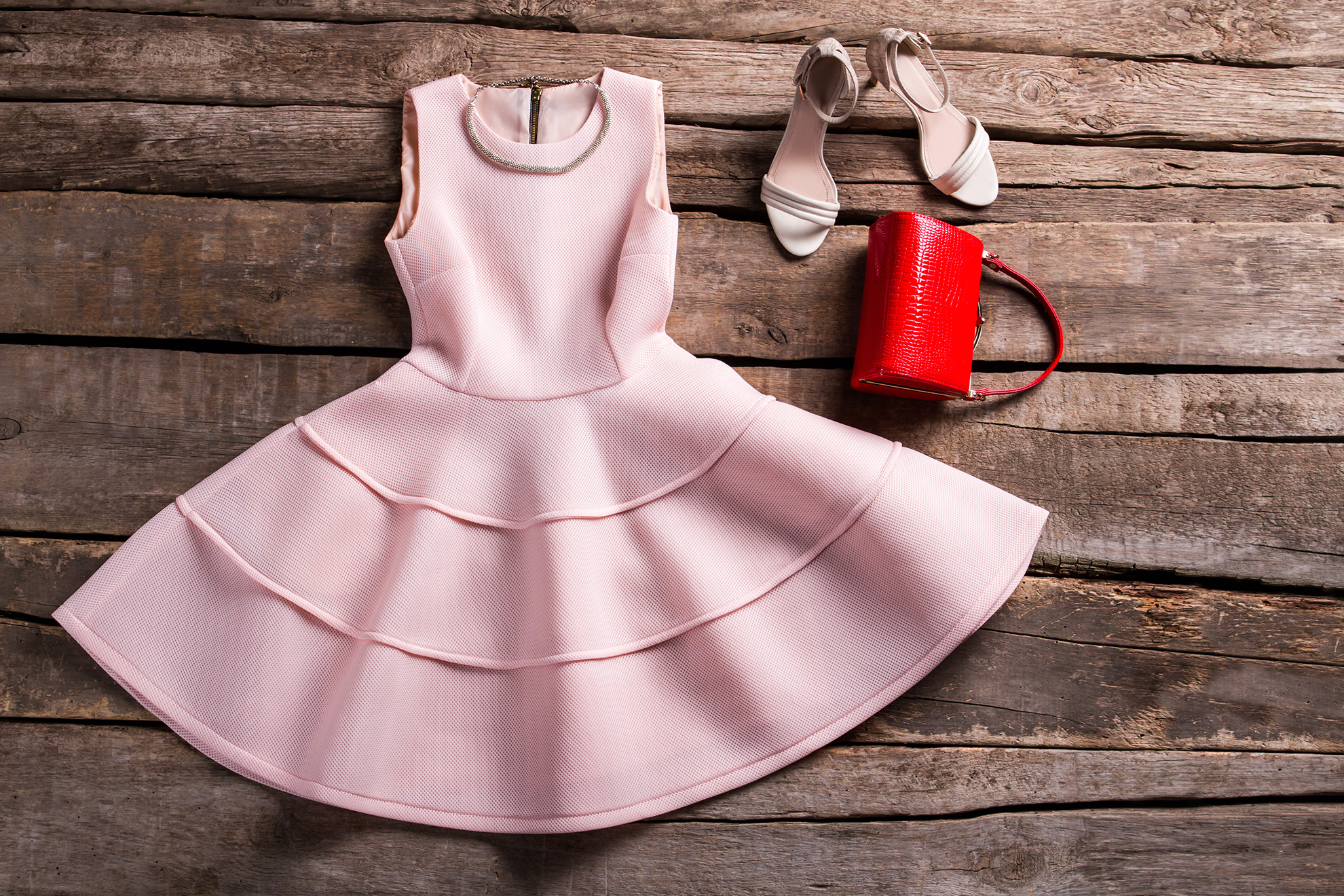 Dodatki do łososiowej sukienki, ilustracja do artykułu