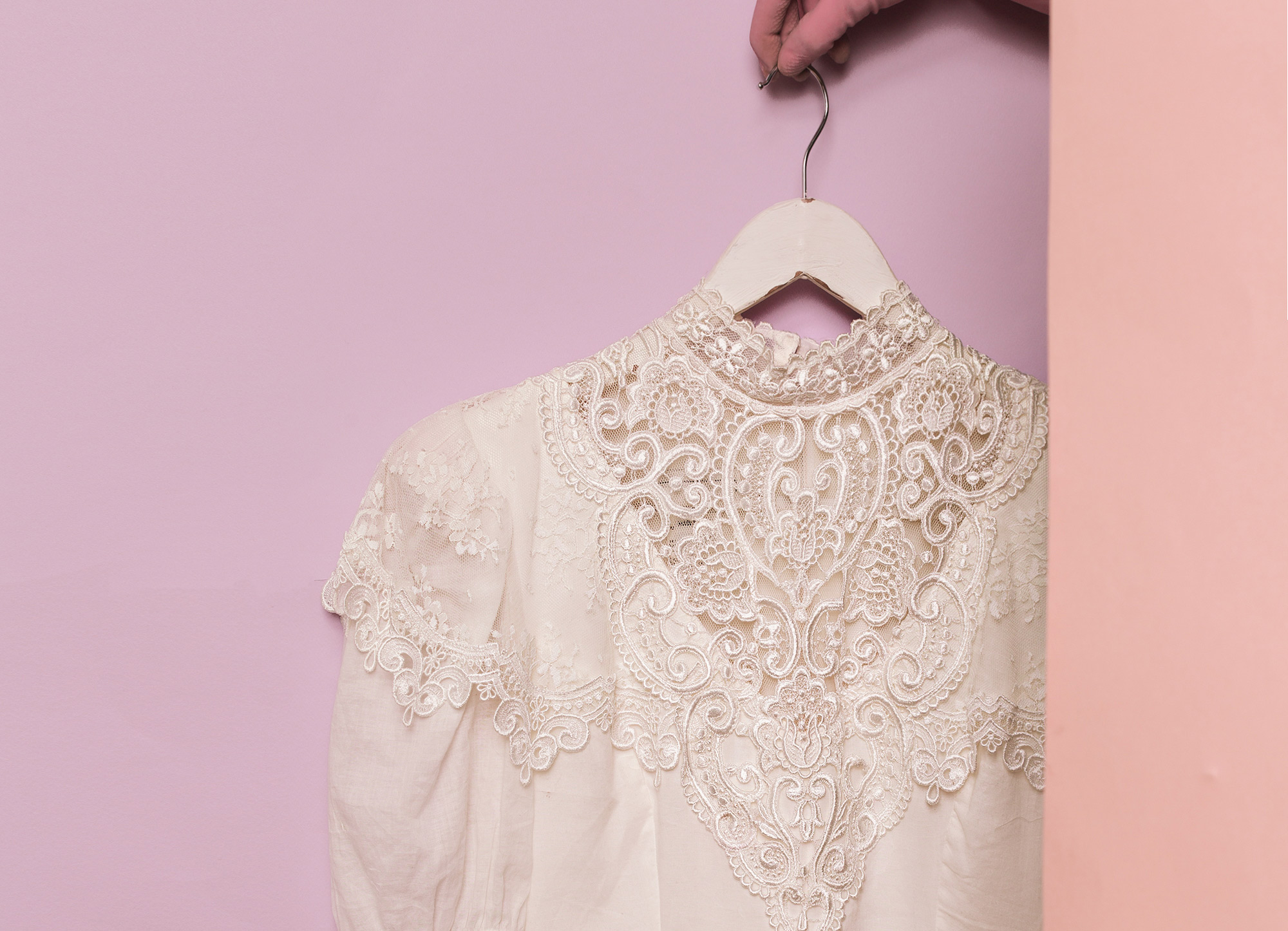 Bluzka koronkowa - ilustracja do artykułu do artykułu o bluzkach koronkowych dla starszych pań