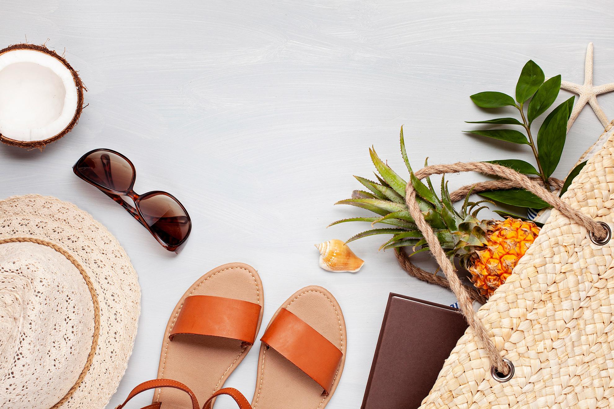 Modne klapki, stylizacja jako ilustracja do artykułu o modnych klapkach
