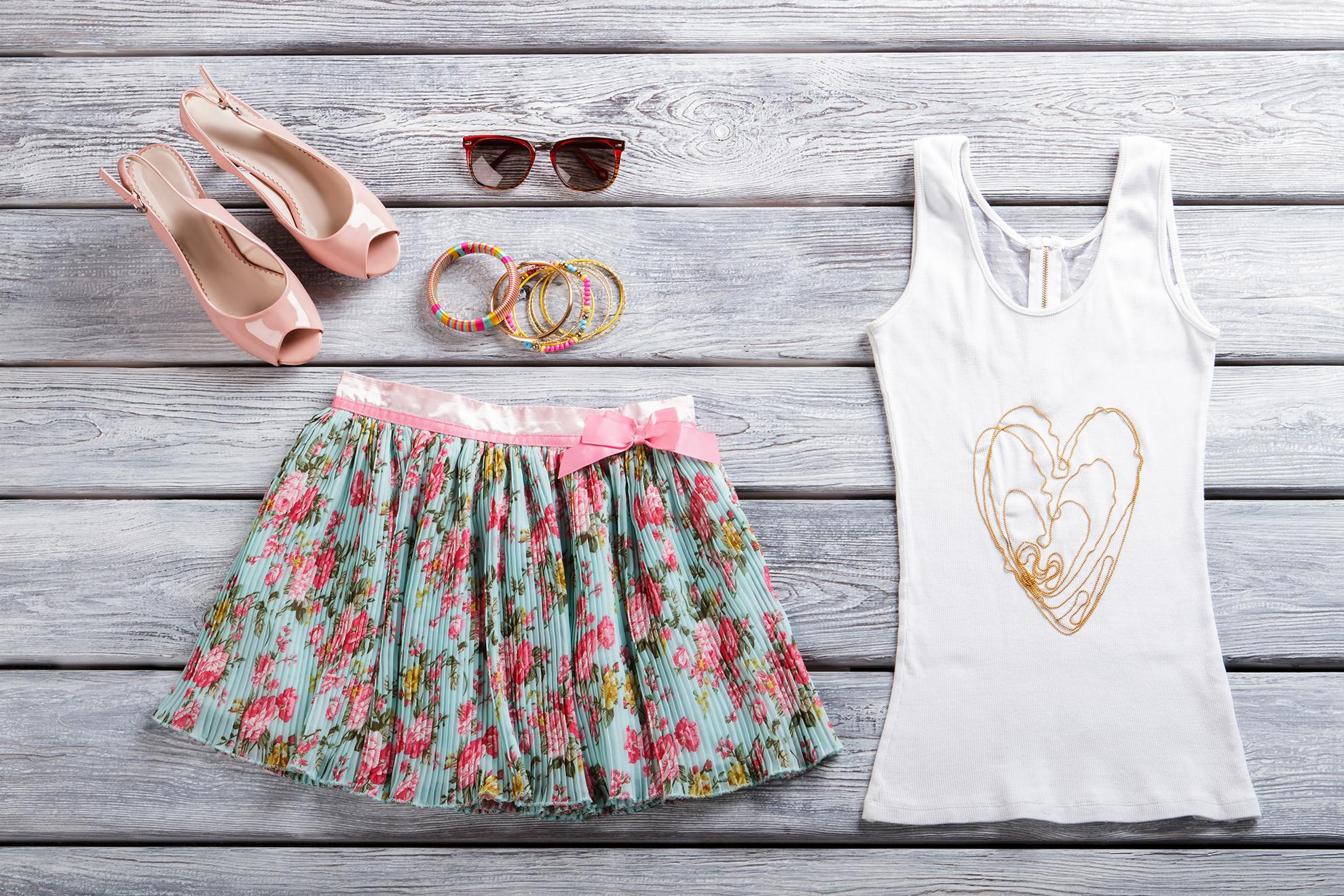 Stylizacja ze spódniczką na lato, ilustracja do artykułu