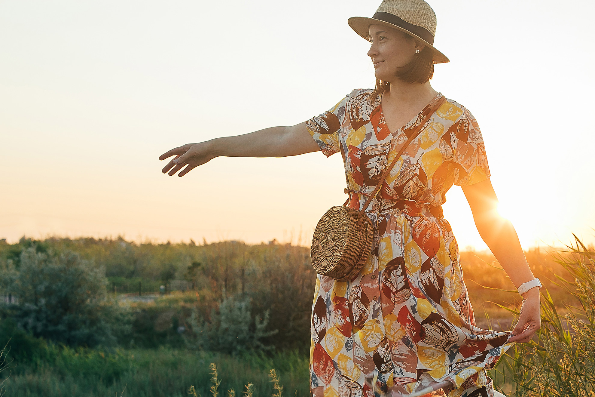 Kobieta w letniej sukience, ilustracja do artykułu